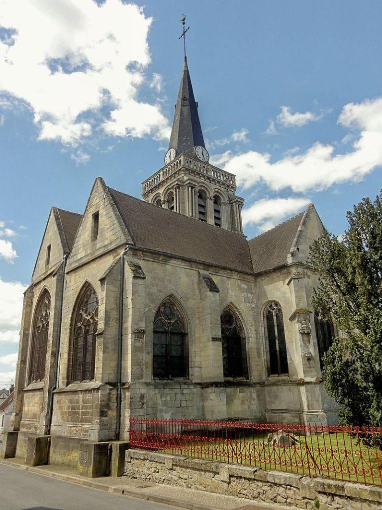 Sacy-le-Grand_(60),_église_Saint-Germain,_vue_partielle_depuis_le_nord
